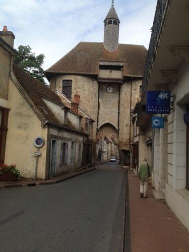 Ainay Le Château