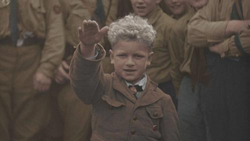 Macron sur tous les fronts rééduque les petits enfants