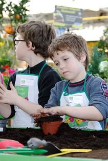 Les CE1 jardinent