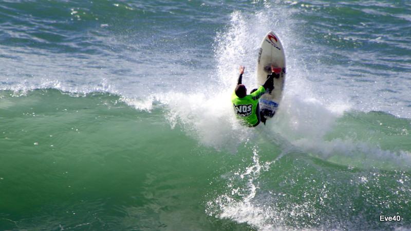 Le surf , un sport acrobatique.