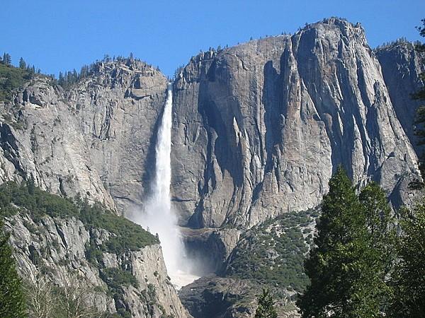 800px-Yosemite Falls April2006