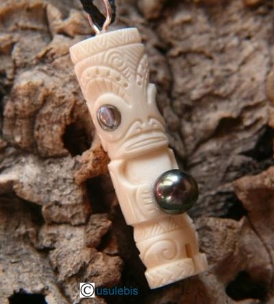 Blog de usulebis : Usulebis ,Artisan créateur de bijoux polynésiens , pour info : usule1@aliceadsl.fr, Tiki en os avec perle noire de Tahiti N° 17