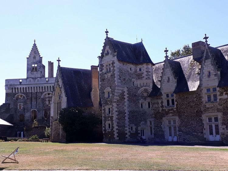 Les édifices du château