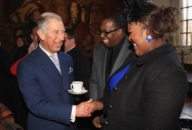 Charles à une réception
