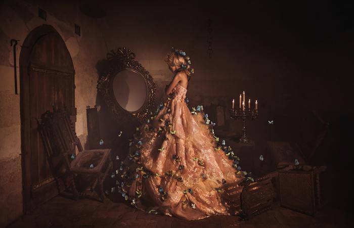 Photographies fantastiques de mannequins richement vêtus dans des châteaux et des demeures