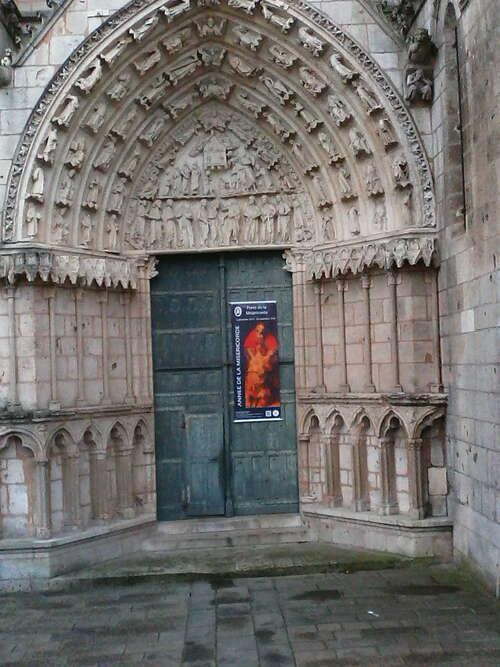 L'art gothique de la cathédrale, après l'art roman de l'église Notre Dame