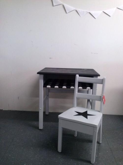 Collection GRIGRIS PERLE : le pupitre tableau noir et sa chaise