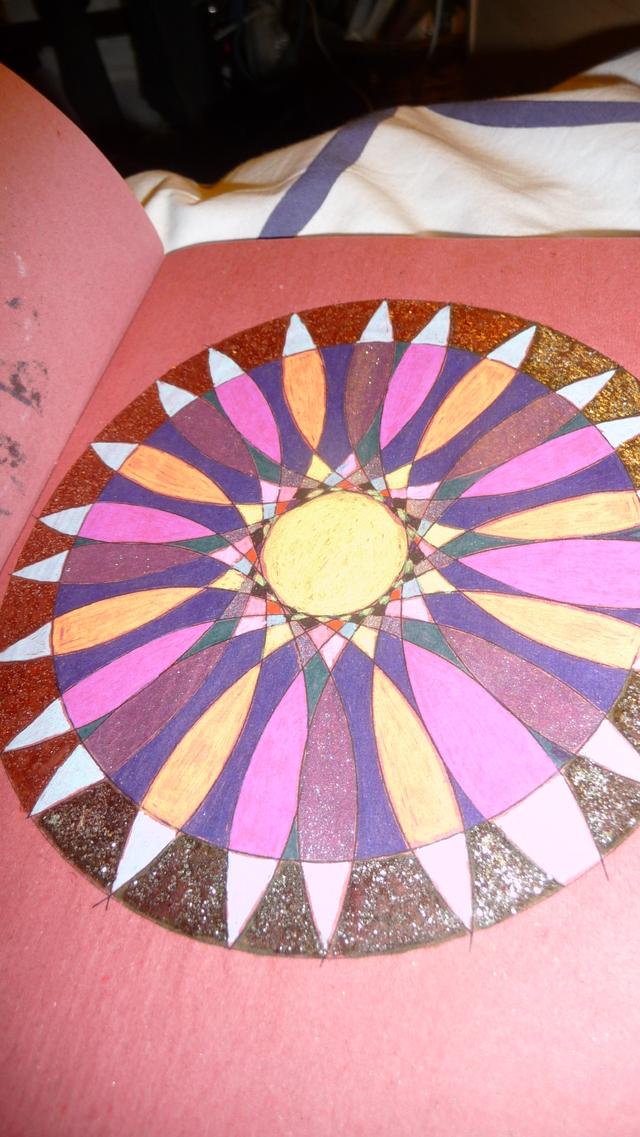 Blog de mimipalitaf : mimimickeydumont : mes mandalas au compas, une maison qui vous plaira un peu mieux je crois.... (sur le net)