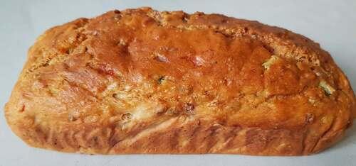CAKE SALÉ au thon, cornichon, poivrons, oignon, épices, vin blanc, yaourt & lait sans lactose