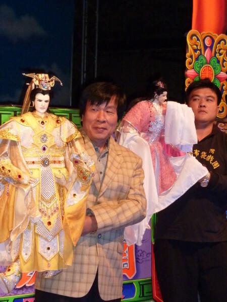 Liao-Wen-Ho-et-ses-marionnettes.jpg