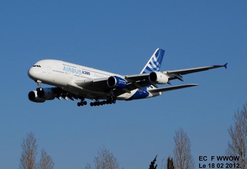 Atterrissage du premier vol Airbus A 380 F WWOW avec moteur de l'A 350