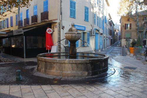 Fontaine place de la Reinette