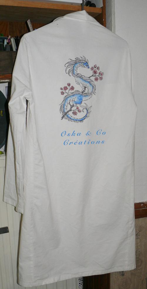 Customiser une blouse de chimie façon tattoo