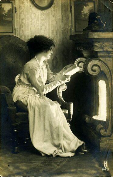 01 - Jeunes filles lisant - Photographies