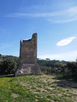 On pense que cette tour, plus étroite, était plutôt une tour d'observation