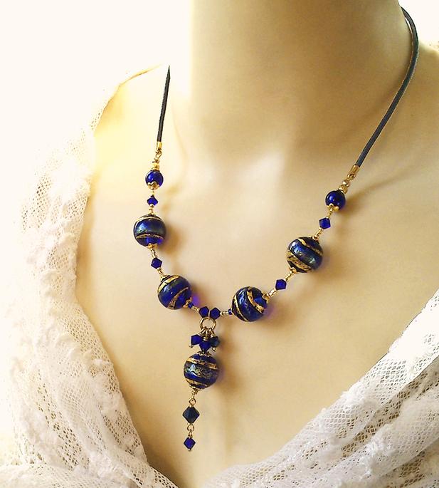 Collier pendentif Verre de Murano authentique Bleu Cobalt Feuille d'Or, Cristal de Swarovski / Cuir et Plaqué or