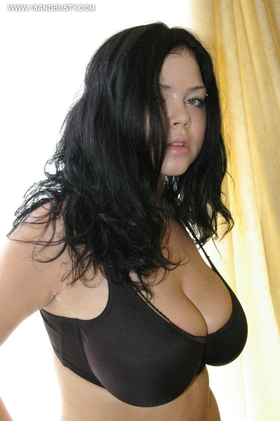 Shione Cooper - La beauté brune !
