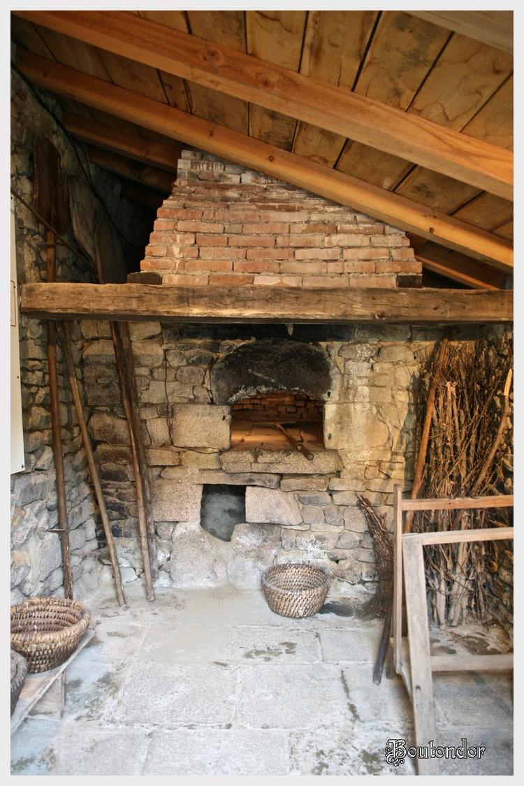 Montrol-Sénard -Le four a pain (87 haute-vienne)