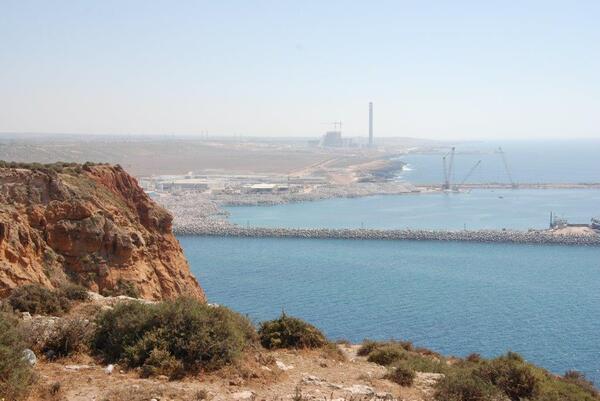 Le nouveau port et la ,nouvelle centrale thermique