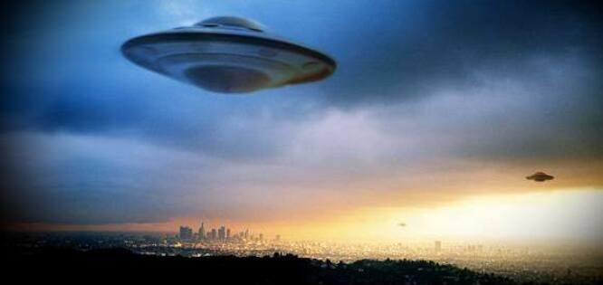Suspendu après avoir déclaré qu'une « Invasion Extraterrestre est Imminente »