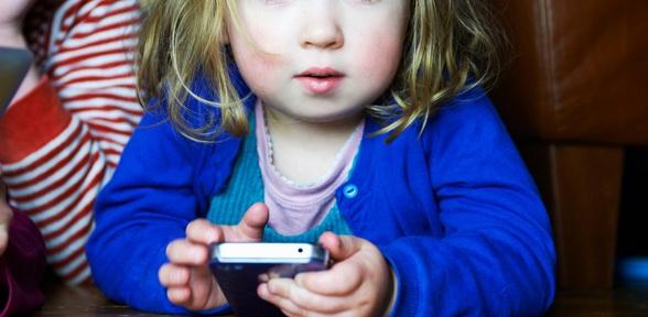 smartphones-tablettes-devraient-être-interdits-pour-les-enfants
