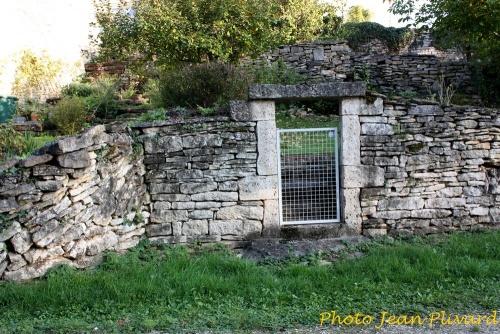 Vieilles pierres et calvaires à Brion sur Ource...