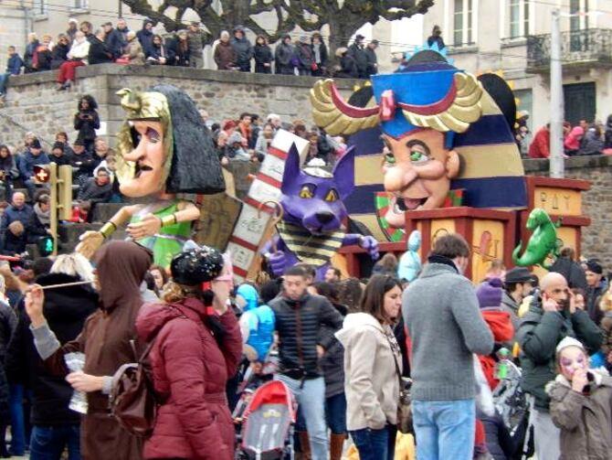 Limoges: le carnaval fait son chaud brésilien dans les rues ce dimanche 5 mars 2017