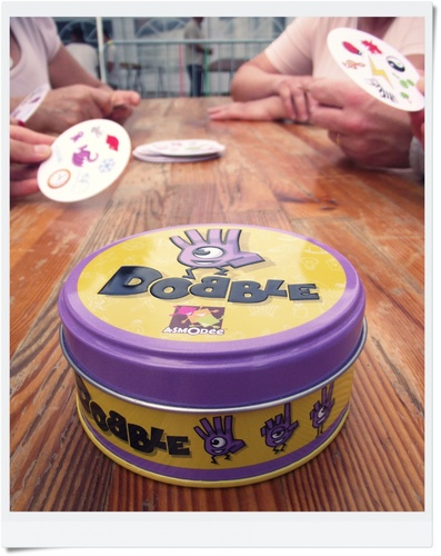Dobble : le jeu convivial qui tient dans la poche