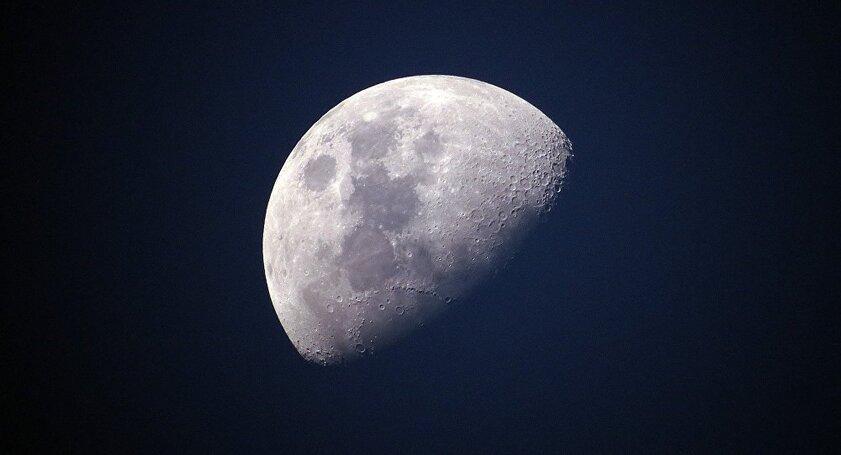 Une immense caverne découverte sur la Lune... capable d'abriter une base