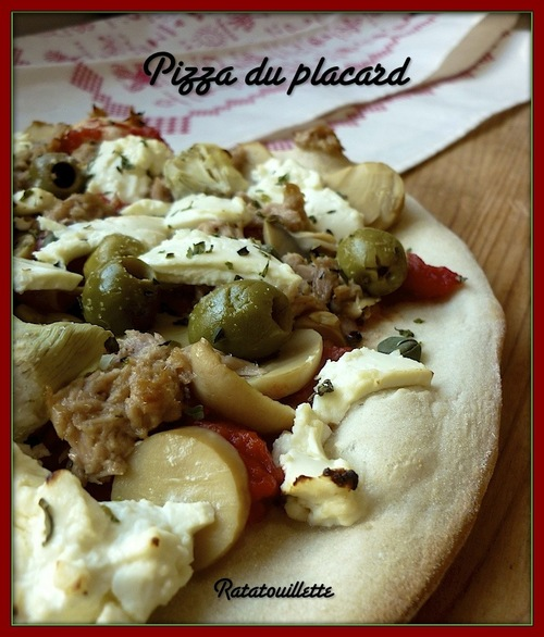 Pizza du placard cuite sur pierre