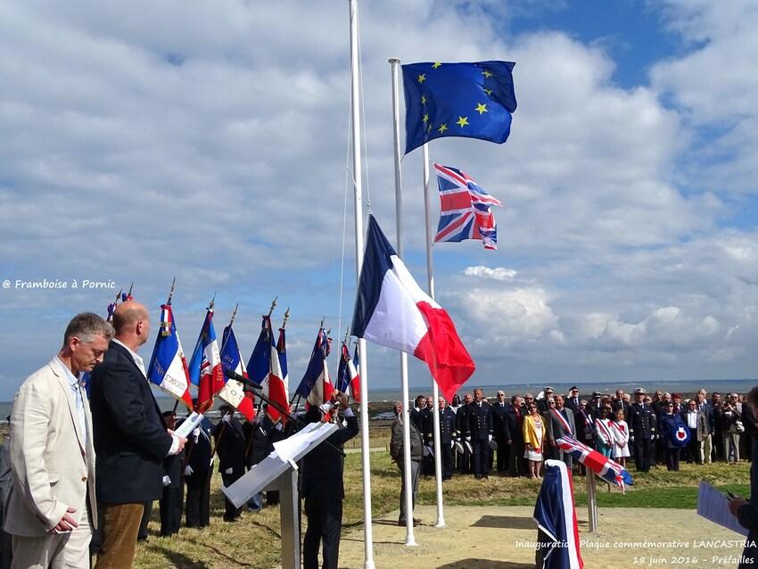 Inauguration Mémorial LANCASTRIA - 18 juin 2016- hisse les couleurs