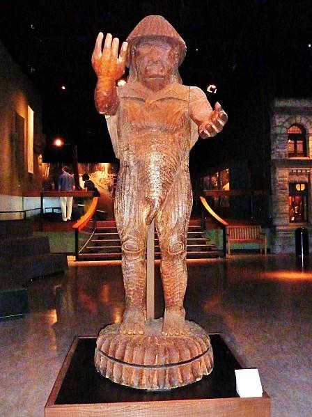 Jour 24 Victoria musée statue bienvenue Cowichan