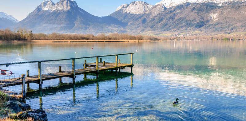 Lac d'Annecy et montagne