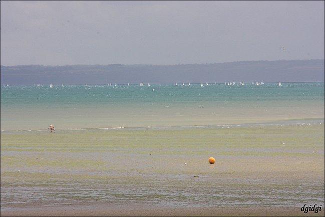 Binic--12--grisaille-a-la-plage.jpg
