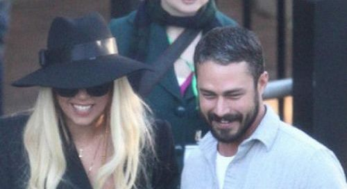 "PHOTO: GAGA & TAYLOR VISITANT LE ""TARONGA ZOO"" A SYDNEY."