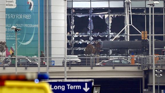 L\'aéroport de Zaventem, à Bruxelles, lors de l\'attentat du 22 mars 2016.