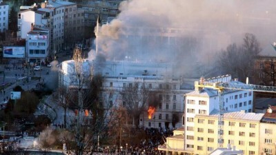le-siege-de-la-presidence-sarajevo-incendiee