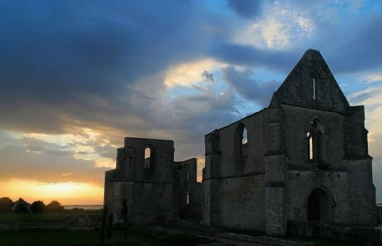 Abbaye-de-Chatelier-Ile-de-Re.jpg