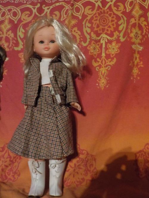 DOMANDALAS  poupées d'enfance Dolly de Gégé et Nancy de Famosa