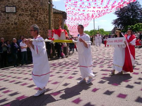 LES OSTENTIONS DE ROCHECHOUART . 87600 . HAUTE-VIENNE . Première partie de la procession .