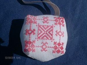 Biscornu-rose-1---IX-2011.JPG