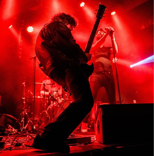 """Nico, guitariste de 2 Sisters - """"Nous habillons nos compos d'un son brut"""""""