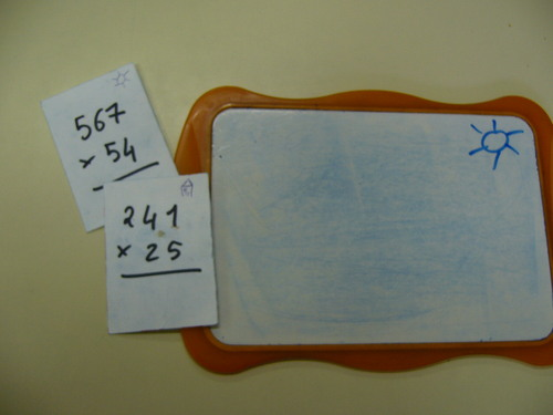 Cartes auto-correctives pour le calcul posé.
