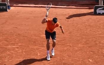 Djokovic détruit sa raquette de frustration