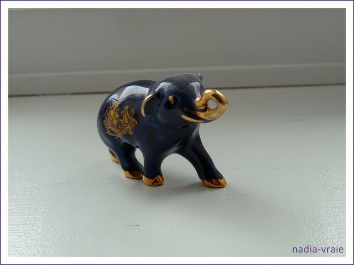 Petit éléphant en porcelaine. (parenthèse inanimée)