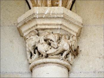 Photos des chapiteaux de la galerie couverte du Château de Brézé