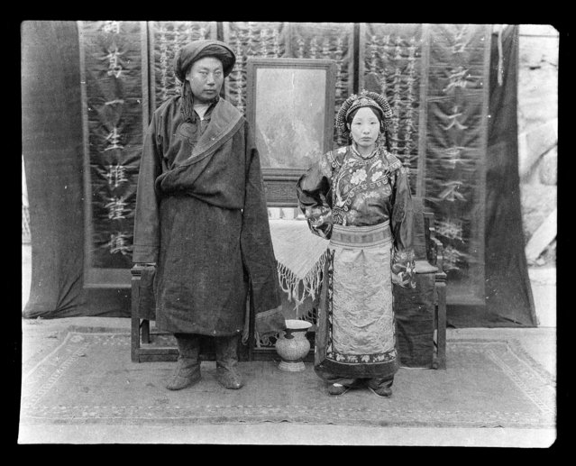 Mr. & Mrs. Kao (Gao) in Tibetan. China, Zagunao, 1917-1919. (Photo by Sidney David Gamble)