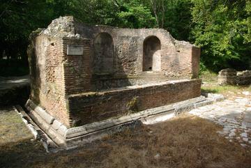Butrint - Fontaine dédiée aux Nymphes