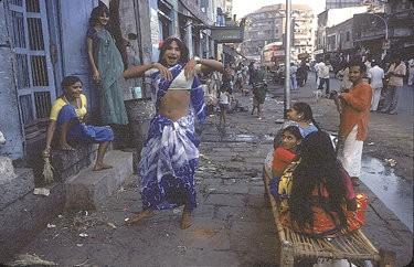 FEMMES-EN-CAGE-DE-BOMBAY--5-.jpg