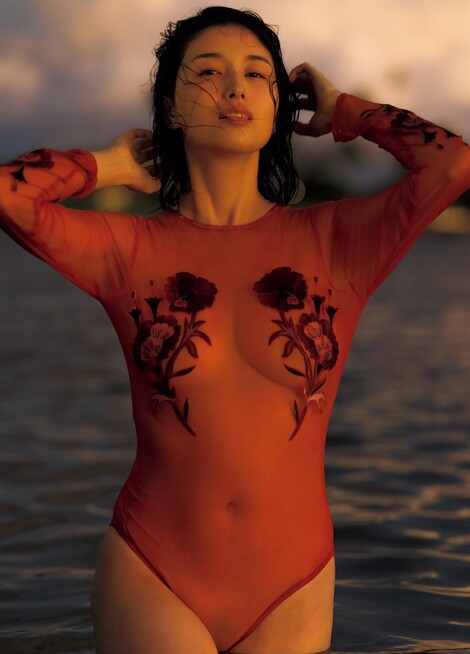 WEB Magazine : ( [FRIDAY Digital - Gravure] - |FRIDAY - 17/01/2020 - Manami Hashimoto : 橋本マナミ 独身最後に撮影された濃密ショットを独占公開!| )